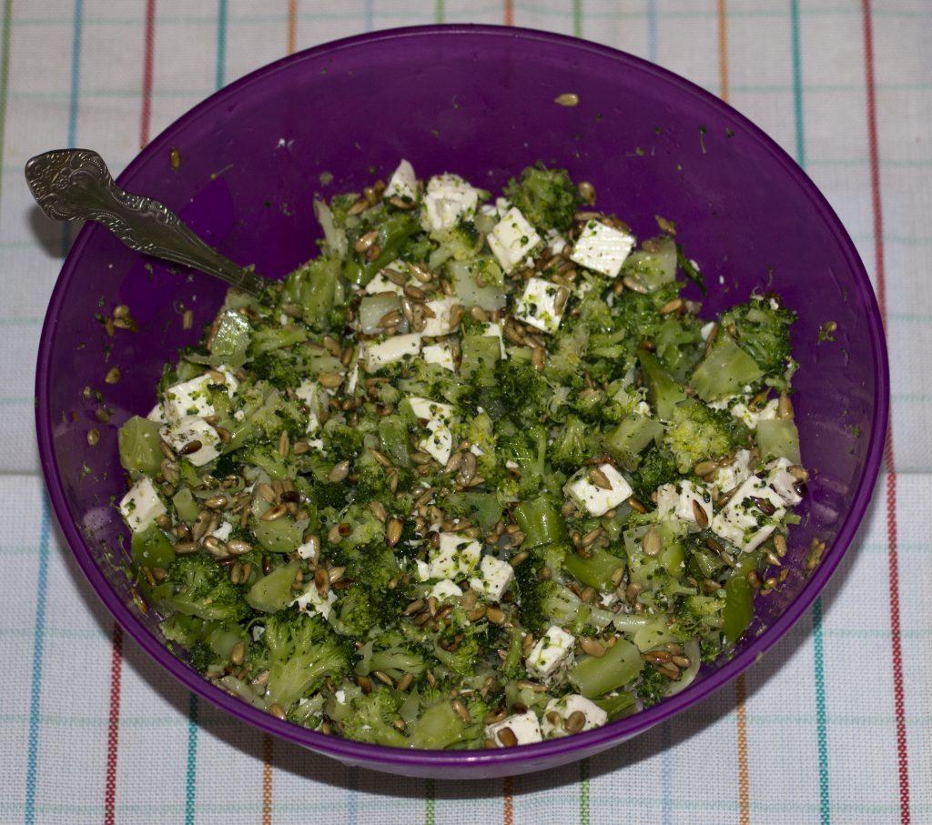 salatka-brok-z-greckim-serem-1